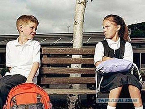 Эксперимент в симферопольской школе: уже месяц мальчики и девочки учатся раздельно (ФОТО) http://www.newc.info/news/21818/  Первоклассников впервые разделили по половому признаку