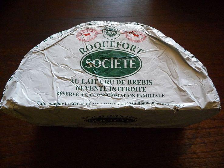 La photographie couleur présente un demi fromage de la marque «société». Il est précisé sur l'emballage que ce fromage est destiné à la consommation familiale des éleveurs bénéficiaires et ne peut être vendu.