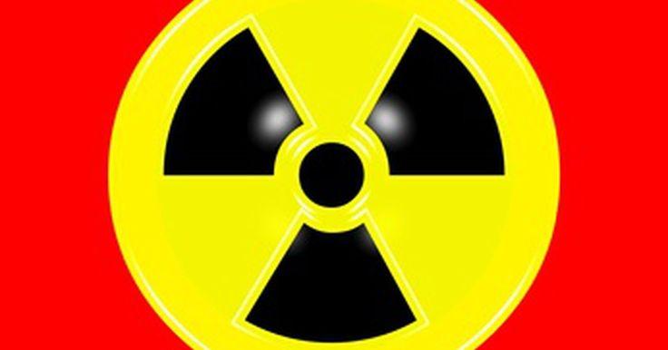 ¿Cómo se mide la energía nuclear?. La energía nuclear aparece en la naturaleza como emisiones de energía del sol y las estrellas, aunque se pueden encontrar muchas formas hechas por el hombre en los reactores utilizados para darle energía a las plantas nucleares. Se puede medir esta forma de energía según su efecto sobre el aire, el tipo de absorción que tiene en el ambiente y ...