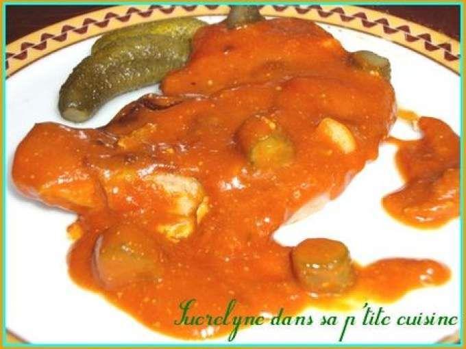 Côtes de porc à la sauce tomate et cornichons
