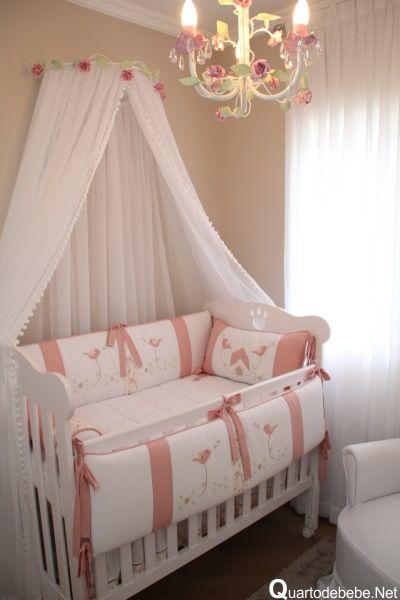 quarto bebe enxoval rosa e branco