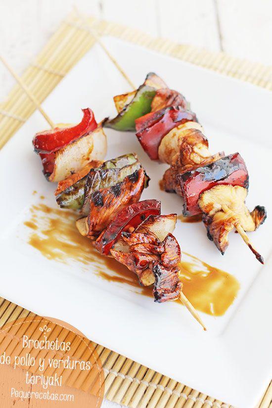 Brochetas de pollo con verduras y salsa teriyaki