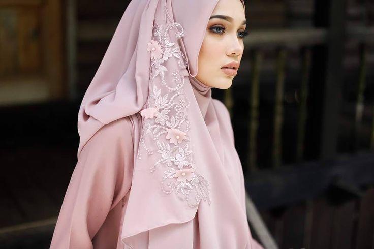 "688 Likes, 7 Comments - Nadia azlan shah (@nadiaazlanshah) on Instagram: ""Jangan lupa dapatkan tudng shawl by @dewanie """
