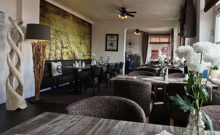 Im Restaurant im Hotel Seestern werden Ihnen regionale Gerichte und Spezialitäten der deutschen Küche serviert. Das Café ist täglich für Sie geöffnet. Das Angebot reicht von Kaffee, Kuchen und ostfriesischem Tee bis hin zu herrlich erfrischenden Eisspezialitäten.