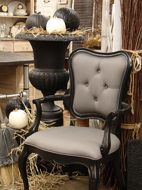 Black and grey chair, black urnDecor Chairs, Black Urns, Black And White, Grey Chairs, Decor Ideas Etc, Black White, White Pumpkin, Decor Plays House, Barns House