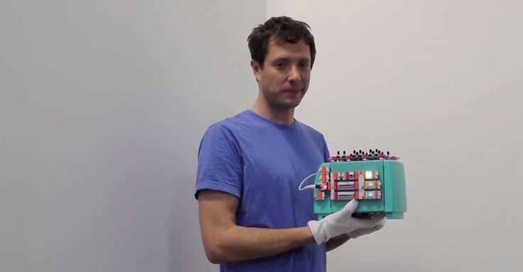 Yaratıcı müzik videolarının grubu OK Go ile Maker'lar için basit çözümler sunan LittleBits, ortak bir projeye imza attı. OK Go, müzik dünyasının en eğlenceli ve yaratıcı isimlerinden birisi. Kullandıkları çekim teknikleri ve kurgularıyla içerik üretimi konusunda ders niteliğinde işler çıkarıyor. Teknolojiyi, yenilikleri ve farklı teknikleri bir arada kullanabilen grup bu kez de Maker'lar için hızlı başlangıç kiti olan LittleBits ile ortak bir projede yer alıyor. Kitlesel fonlama sayesinde...