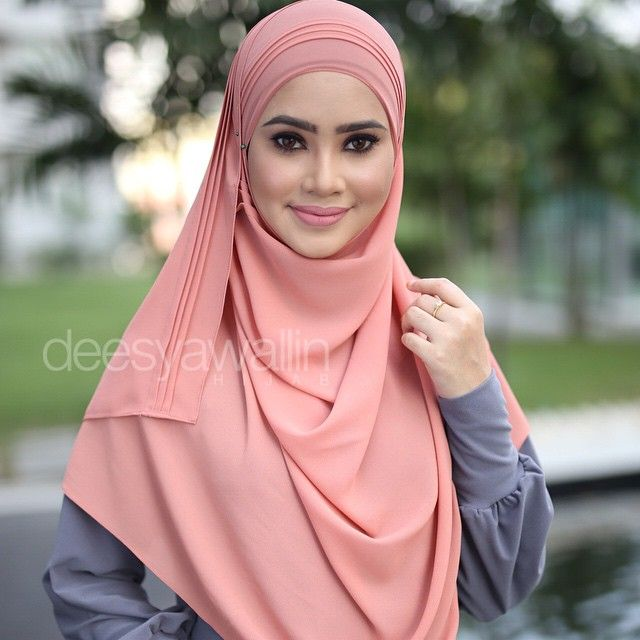 Rumaisa Pleated Shawl Code : DHRPS 010 Price : RM55 (exc postage) Material : Georgette Chiffon Approximately : 1.8 mtr x 28 inch Rectangle Shape For online purchase, kindly PM us on facebook : Closet Heart Official or email us : closetheartshop@gmail.com. Tq emoji #rumaisa #rumaisashawl #wideshawl #chiffon #pleated #pleatedshawl #selendang #peach