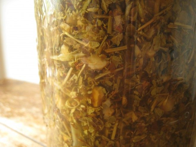 How to Make Your Own Herbal Astringent for the Face