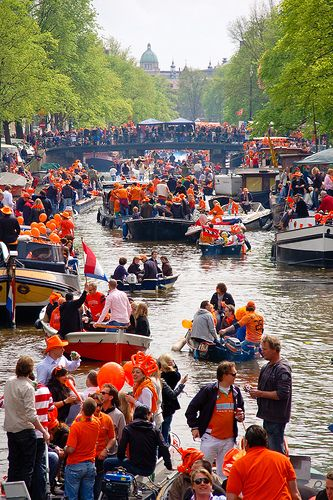 Kingsday is a ritual which is primarily being held to honour the head of state, but also just to party. When we had a queen instead of a king three years ago, it was called 'Queensday' and was held on a different date. Now it is being held on April 27th, the birthday of our king.