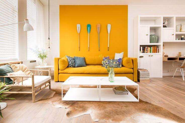 Seizoen 5 vtwonen aflevering 6: Den Haag #vtwonen #makeover #interieur #woonideëen #woonkamer #yellow #sfeer #natuurlijk #accent