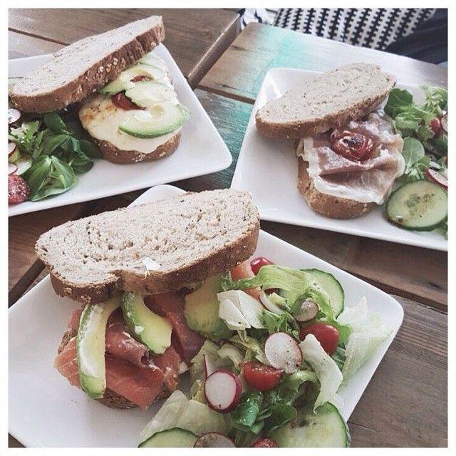 Voor een ontbijt, lunch of high tea moet je zeker een keer langsgaan bij #SmaakaltelierZoetenZout. Reserveer wel van te voren of zorg dat je op tijd bent, want er is maar een beperkt aantal plekken. ✖ You should definitely visit #SmaakatelierZoetenZout for breakfast, lunch or a high tea. Make a reservation or don't be late, because the seating areas are limited. #HTSPT #hotspotrotterdam #Rotterdam