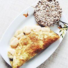 Еще одна вкусная и полезная идея для завтрака - ОВСЯНОБЛИН! 2 яйца+2 ст.л овсянки и готово! Дополнить блин можно чем угодно: сыром, бананом, творогом, овощами, рыбой, вариантов море и такой завтрак никогда не надоест! Спасибо моим подписчикам, от которых я узнала об этом блюде😘 #меню_myplan