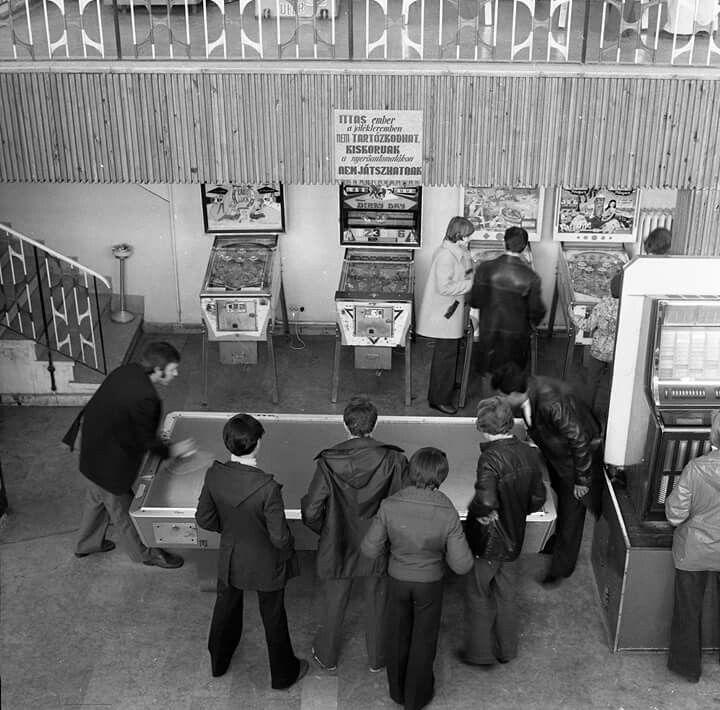 1970-es évek, játékterem  aVidámparkban