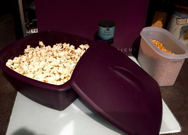 Quick & easy evening snack.  Fresh HOT microwave popcorn.  Cooked to perfection in Epicure's newest steamer. Sancking made easy. #minimomkay #Epicure #Steamer #popcorn