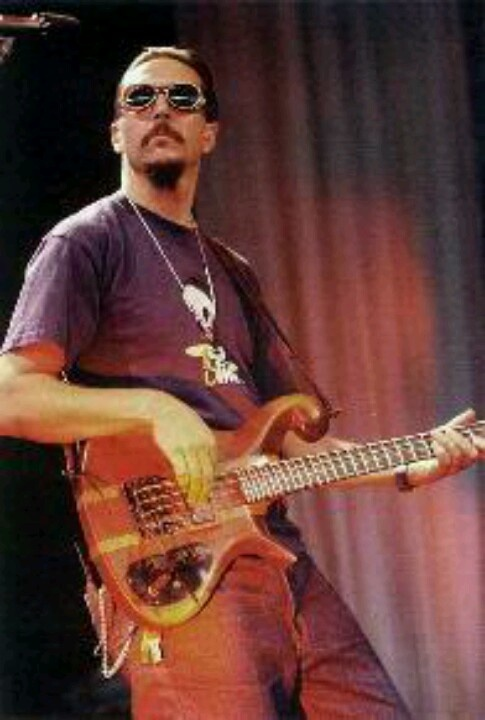 Every girl has a celebrity crush. This happens to be mine. [Les Claypool] <3