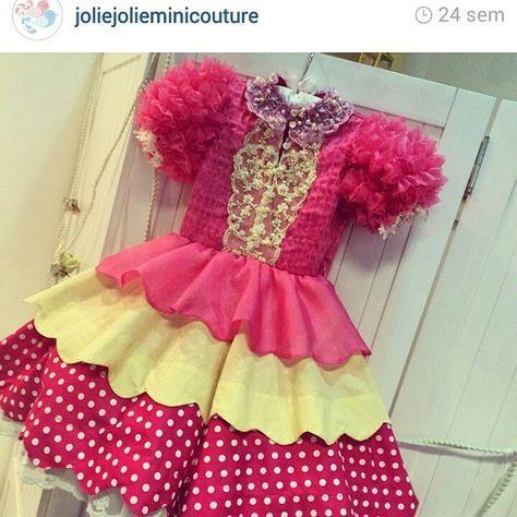 J� quero um desse para o arrai� chic da minha petit! %uD83C%uDF86%uD83D%uDC57%uD83C%uDF3D #julho #junho #festajunina #festajulina #caipira #saojoao #saopedro #santoantonio  #arraia  #arrai� #vestidodefesta #vestidodeluxo  #maedemenina  #vestidoinfantil  #vestidolindo  #vestidopersonalizado #vestidorenda #vestidodeboneca  #minilook #maeefilha #festalinda #festadeprincesa #festaluxo #festejarcomamor #festamenina #decorlinda #casamento #noiva #daminha #damadehonra %uD83C%uDF88