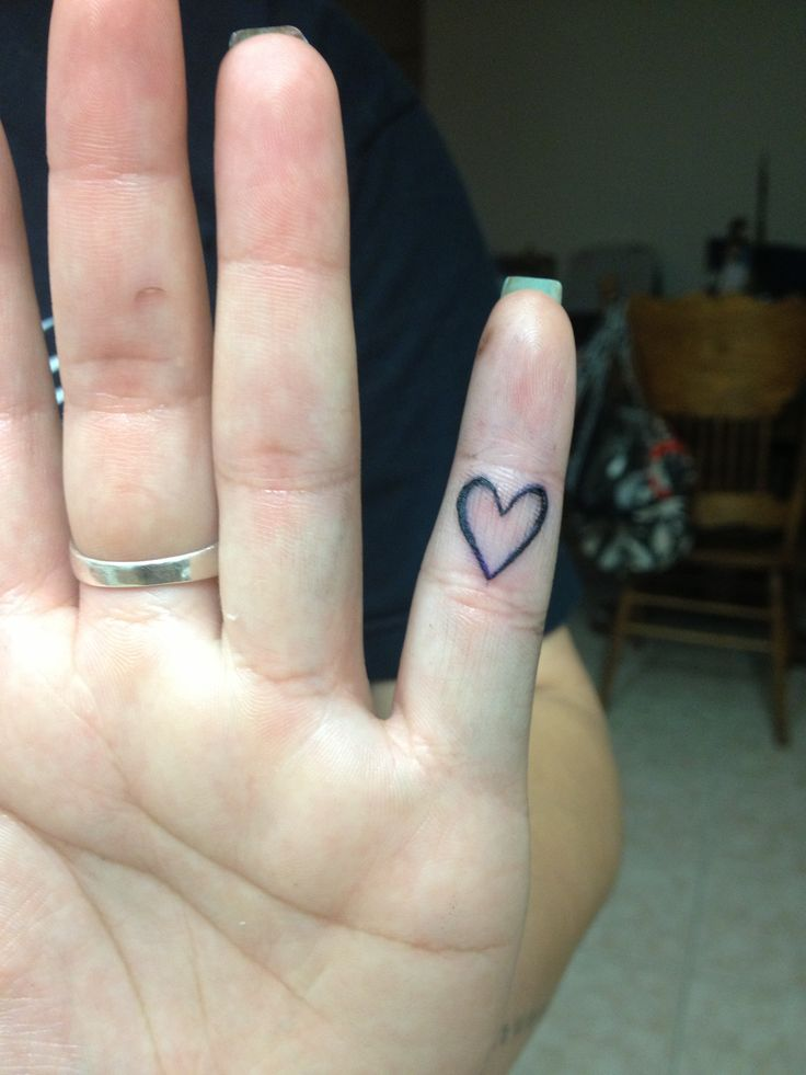 Best 25 heart finger tattoos ideas on pinterest small for Do tattoos hurt on your hand