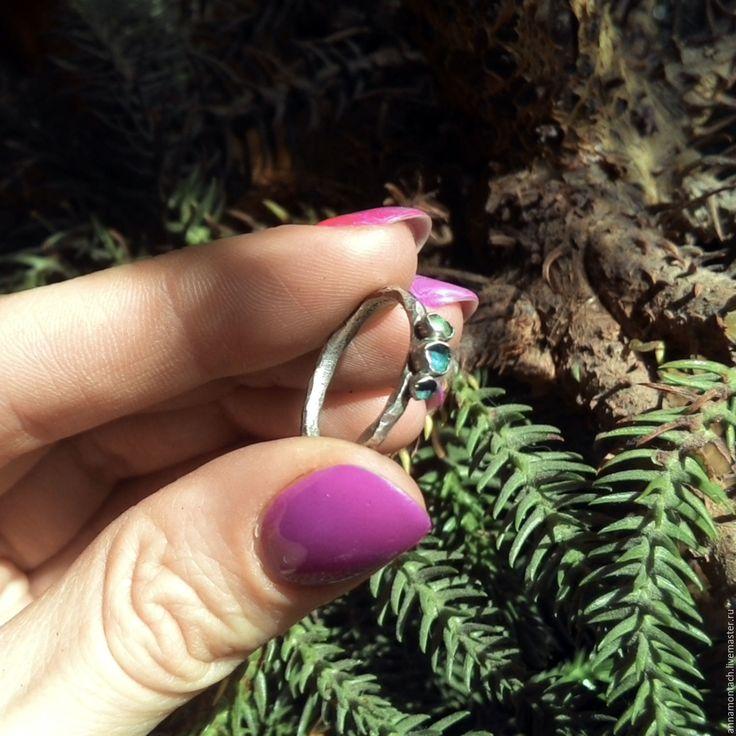 Серебряное кольцо Бутоны, граненое с зеленой эмалью, ручная работа - кольцо эмаль #дизайнукрашений #пластичноесеребро #ручнаяработа #необычныеукрашения #дизайнерскиеукрашения #серебро #ручнаяработа #модныеукрашения #необычное