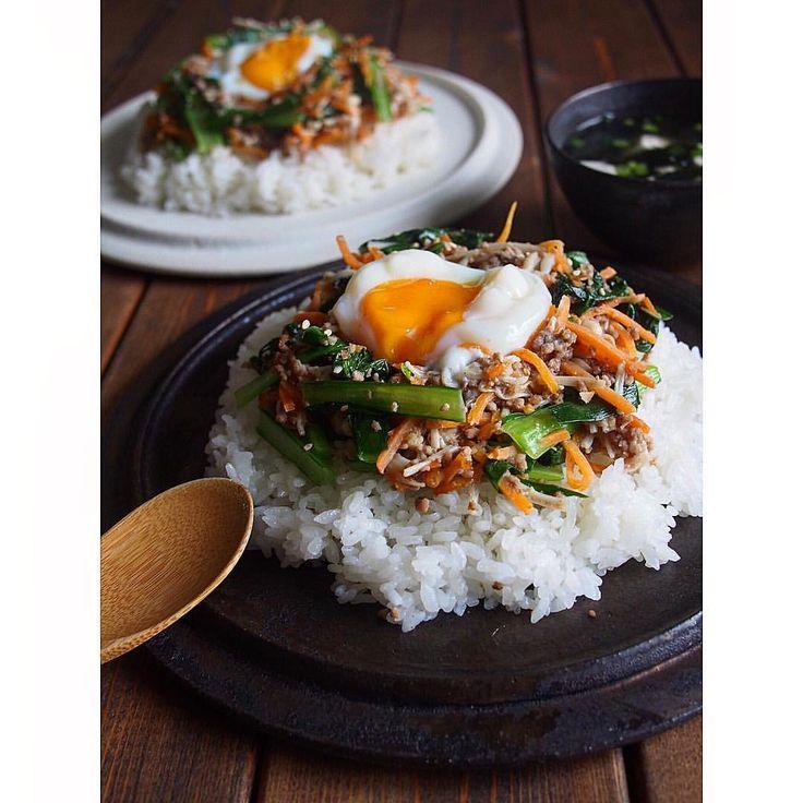 * どんより火曜日〜🐌 Oisixさんから届いた 「ジューシーそぼろと野菜のビビンバ &小ねぎとのり、豆腐の韓国風スープ」 で、おはようございます🎈 * この度 Oisixさんの公式プレミアムモニターとして 一年間お世話になります🙇🏻♀️ @oisix 早速届いた食材は、 調理しやすいように小分けになっていて わかりやすいレシピ付き♩ 朝起きて、 半分寝ぼけながら作っても 15分で完成しました🙌 お肉、豆腐、野菜、 バランスもバッチリ👌 次は何が届くかな〜♪♪ とっても楽しみです☺️ + + #oisix#kitoisix#kitoisixプレミアムモニター #olympuspen#foodpics#foodphoto #instafood#lin_stagrammer#cooking #onthetable#onmytable #朝ごはん#朝食#ビビンバ#船串篤史 #おうちカフェ#おうちごはん
