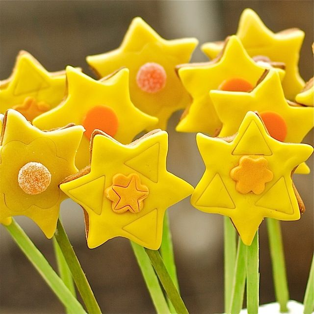 Daffodil cookie pops for easter baking