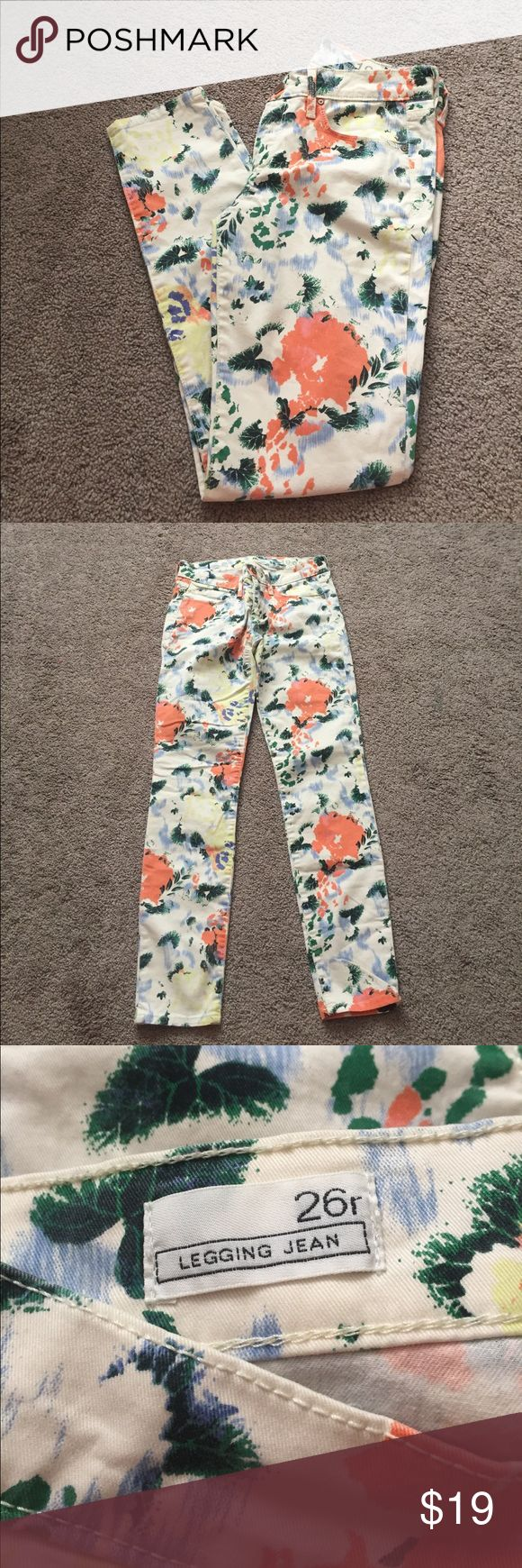 Gap patterned pants! LIKE NEW adorable and fun floral print pants from GAP! No flaws, worn once years ago and were in the bottom of my drawer since. Perfect pop of color for a statement outfit, perfect for the office or running errands. Size 26 🌸 GAP Pants Skinny