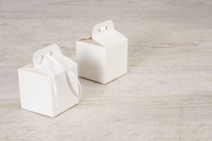 Boîte cube blanc irisé