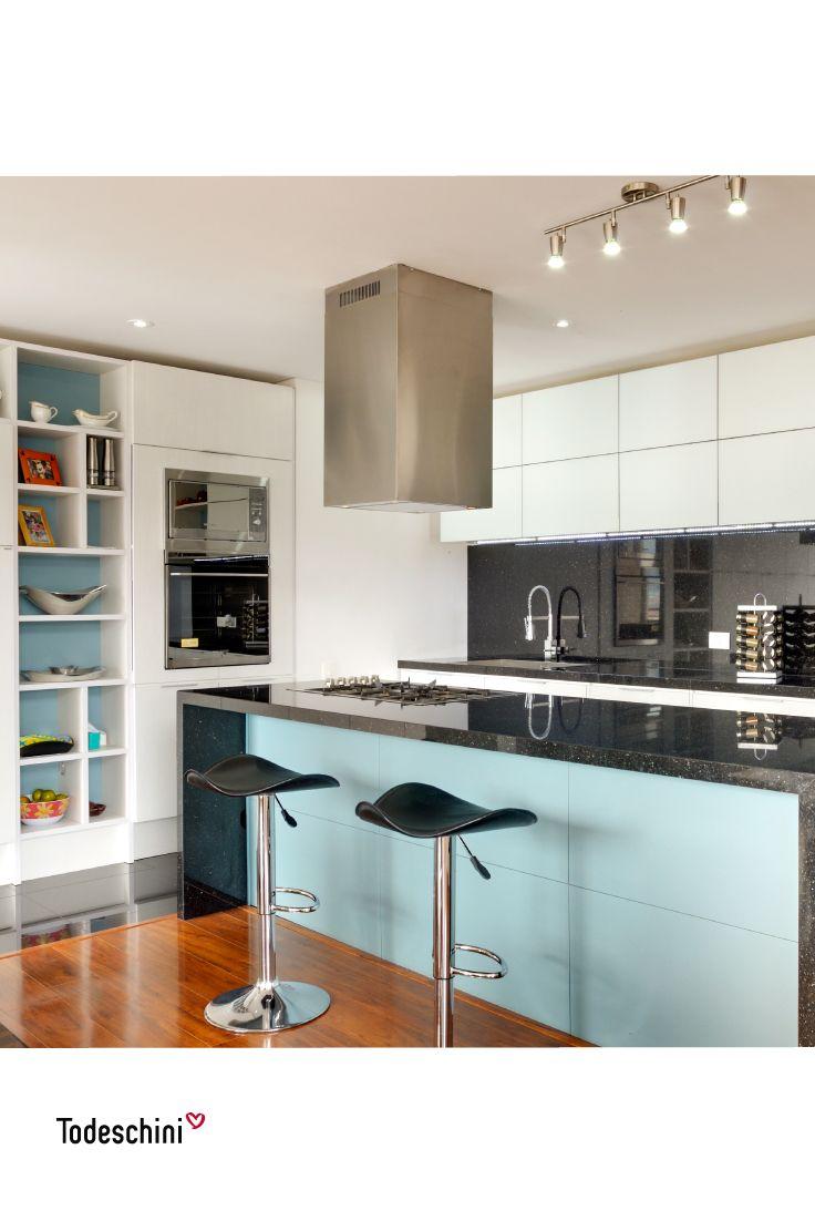 Consejos para decorar tu hogar:  El turquesa es un tono que genera contraste, pero no se puede exagerar en su uso. Pequeños toques de este color, crearán un ambiente delicado y elegante. #Diseñodeinteriores #Decoración #Todeschini #ambientes #mueblesamedida #arquitectura #cocinas