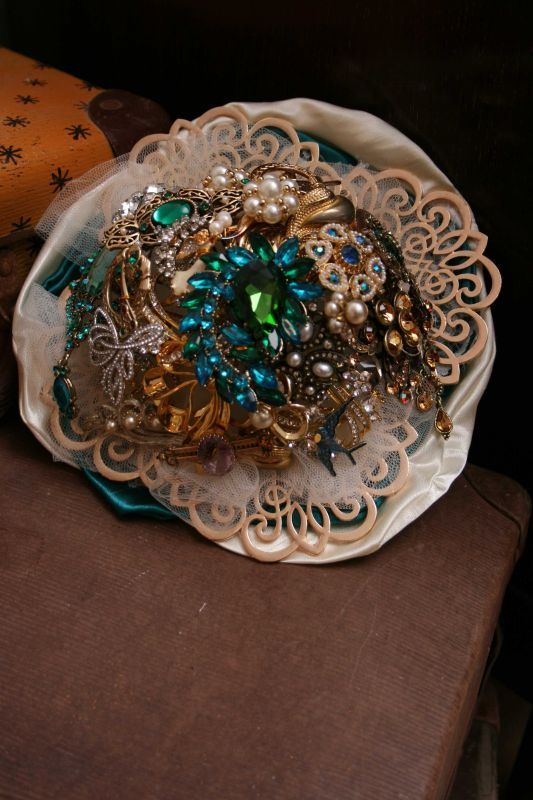 Green brooch bouquet, vintage brooches, button wedding bouquets, custom & bespoke wedding bouquets, vintage wedding bouquets, themed wedding bouquets, unique centrepieces, buttonholes, sydney australia