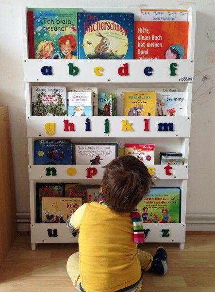 Im Geschwister-Kinderzimmer Ordnung schaffen fast ohne neues zu kaufen. Geht! Mit dem wunderhübschen Bücherregal von Tidy Books Deutschland.