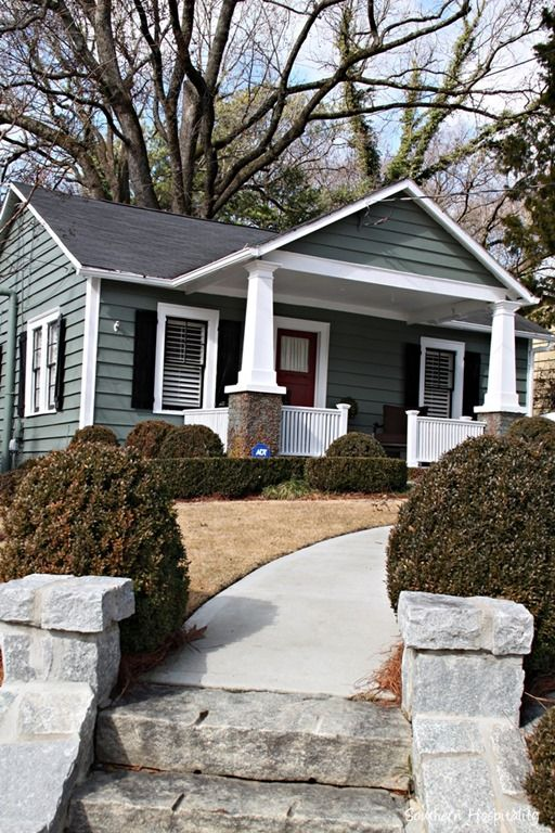 See a charming 980 s.f. bungalow in-town Atlanta. Every square inch of space has been utilized! bHome.us #bHome