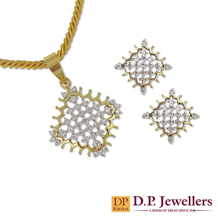 The diamond net with open ends! Want to join your neck with this?? e green springs! #spring2015 #trendy #happiness #joy #jewellery #gold #necklace #bangles #earrings