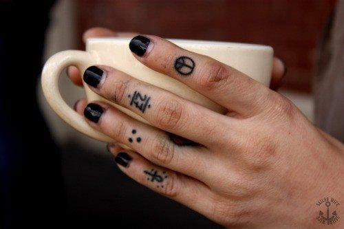 50 tatuaje dedo foto