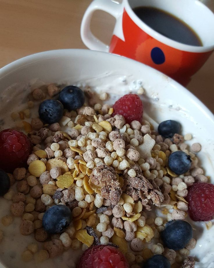 Chia protein pudding bowl with nuts MCT oil berries and protein müsli   in the background we have freshly imported Colombian coffee. It's always great to have thoughtful friends  Now I'll start a round of intermittent fasting #fitness #protein #healthy #fitfam #gym #eatclean #cleaneating #foodporn #fit #gains #nutrition #health #lowcarb #fitlife #healthyeating #healthyfood #healthyliving #gainz #recovery #fuel #macros #gymlife #postworkoutmeal #homemade #foodie #food #foodgasm #foodporn…
