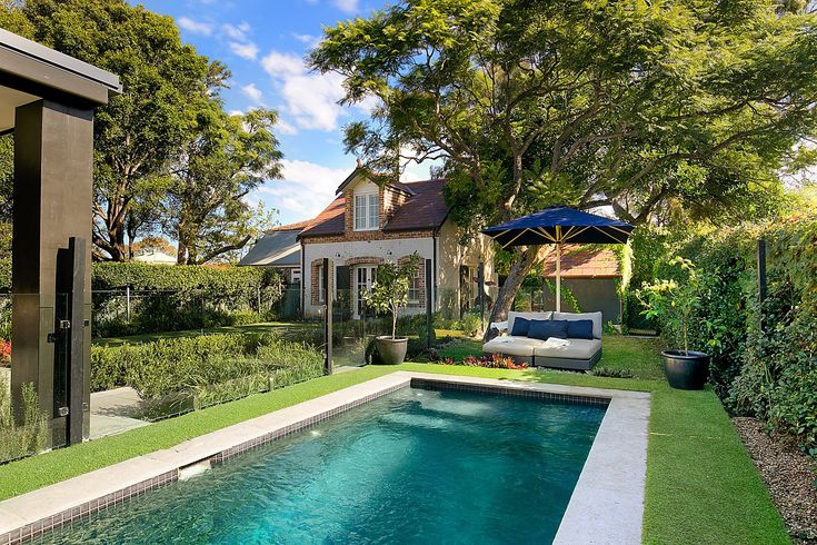 Fully tiled and auto-cleaning swimming pool, b/in BBQ, fire pit