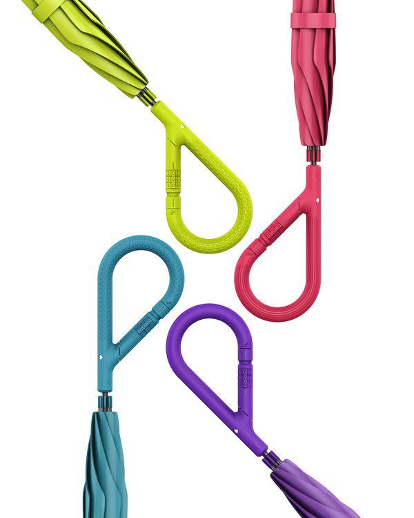 Con un mecanismo de bloqueo en la combinación de tres dígitos, el paraguas con…