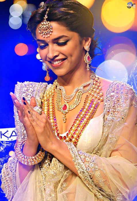 Deepika Padukone dripping in jewels...love this makeup and jewelry for bridal wear!
