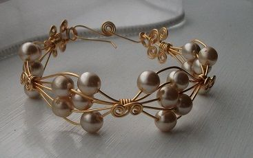 Andrawina Bangle | JewelryLessons.com - photo only. 20 gauge and 20 round beads 10mm