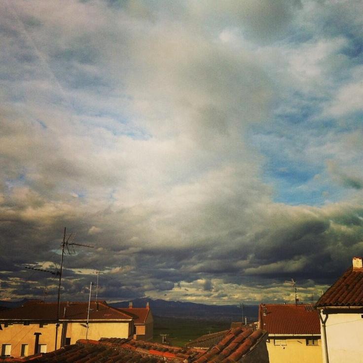 Título: ¿en el cielo o más vivo que nunca? Foto de Esther Rguez. Bazo (EstherBazo) en Twitter Lugar: Sorzano #LaRioja