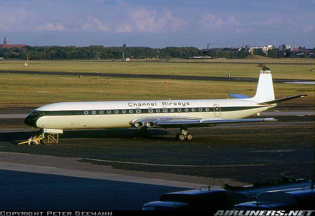 De Havilland DH-106 Comet 4B aircraft picture