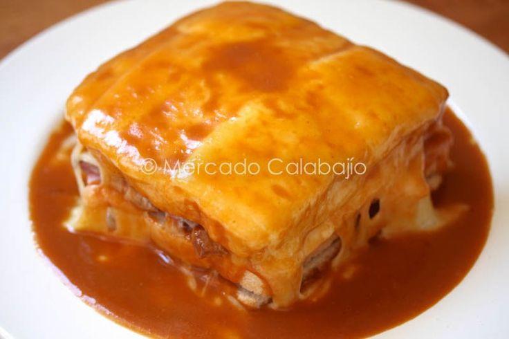 La francesinha o francesiña es un sandwich típico de la ciudad e Oporto, al norte de Portugal . Dicen que fue creado hacia el año 1953 por...