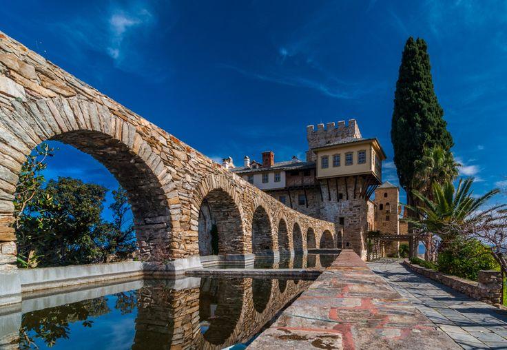 http://www.pemptousia.ro/photo/manastiri-din-partea-de-nord-a-sfantului-munte/