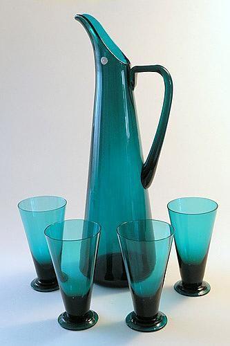 Kaadin 125 cl, pikari 12 cl. Pyörittäen puhallettua sinivihreää lasia…