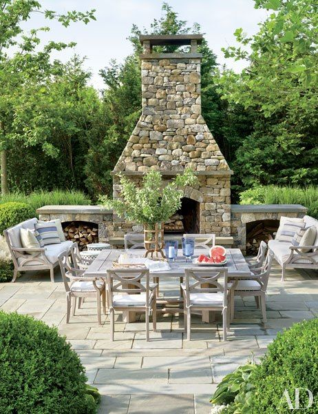 Outdoor Dining Area : An Effortlessly Chic Hamptons Retreat : Architectural Digest