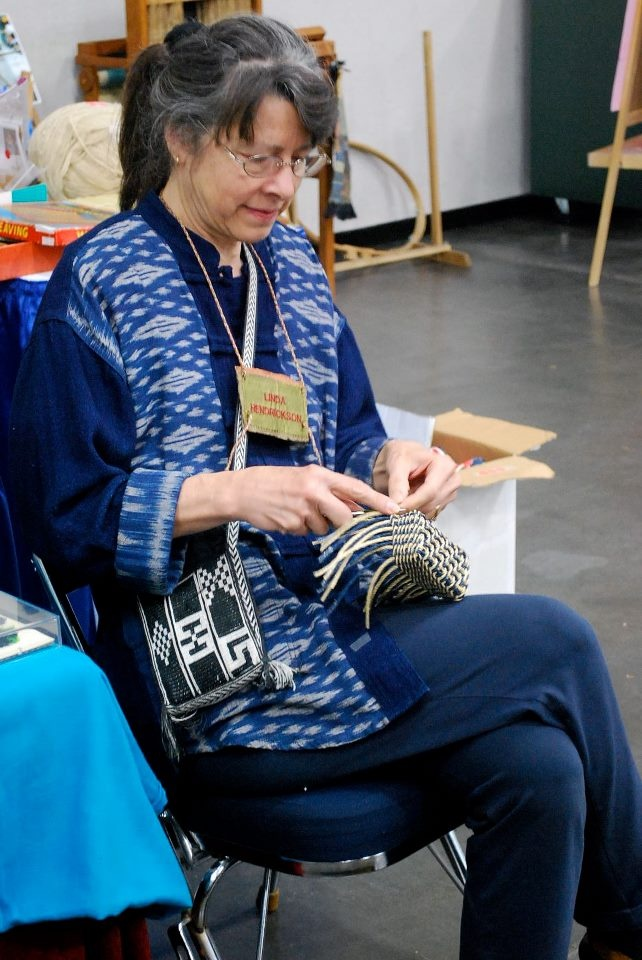 Linda Hendrickson doing her ply-splitting braiding magic #fiberarts