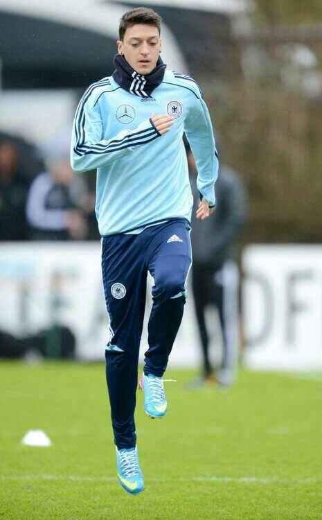 Mesut Özil en entrenamiento con la selección Alemana de fútbol
