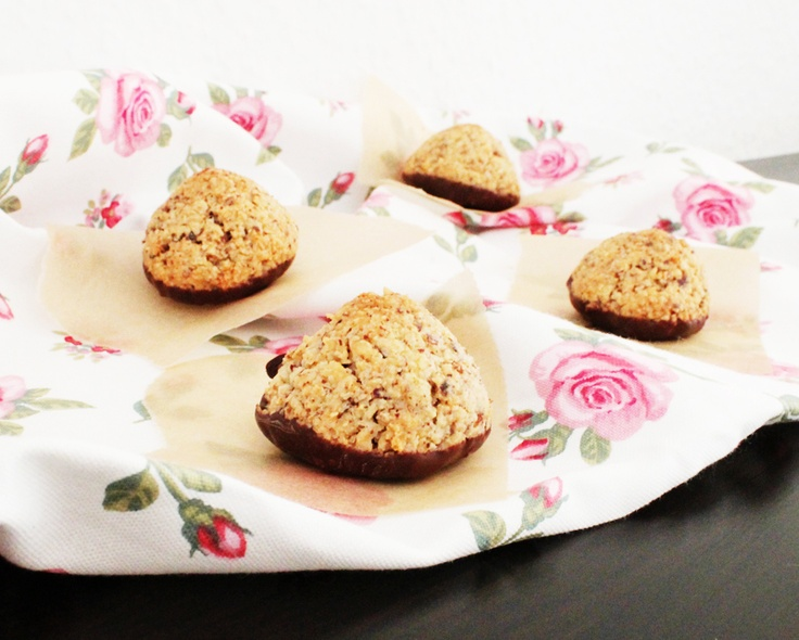 Nut tops with marzipan and chocolate