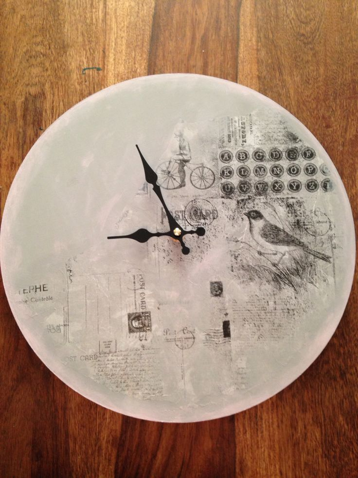 Chalk painted clock made by MariSchon