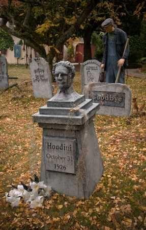 davis graveyard {2008}  @ www.davisgraveyard.com