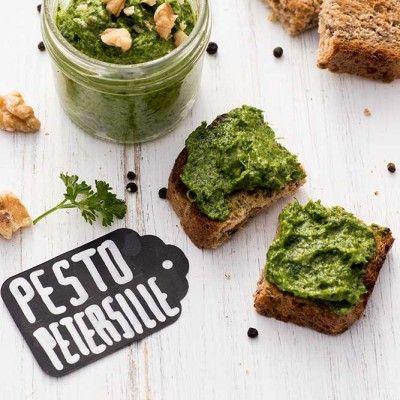 Pesto mit Petersilie und Walnüssen - Rezept auf Foodlikers
