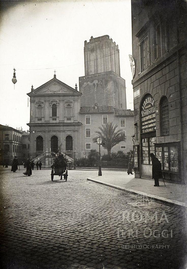 Via XXIV Maggio già Via del Quirinale (1890 ca) Chiesa di Santa Caterina in Largo Magnanapoli e alla sua sinistra la Torre delle Milizie.
